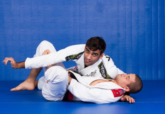 Leandro Lo teaches a lasso guard pass