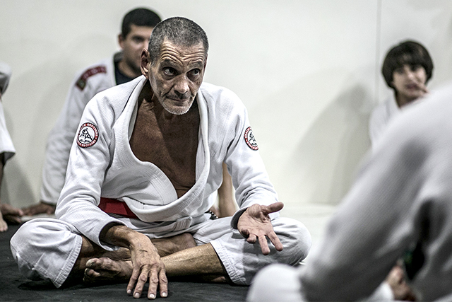 Relson Gracie teaches a defense against the knee on belly moving to an armbar
