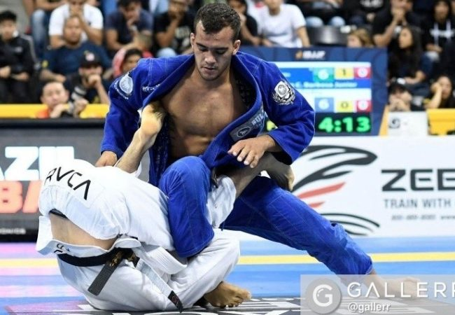 Vídeo: O macete de Márcio André para pegar as costas no Jiu-Jitsu sem kimono