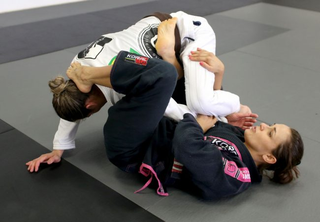 Learn from Michelle Nicolini a triple attack starting from half-spider guard