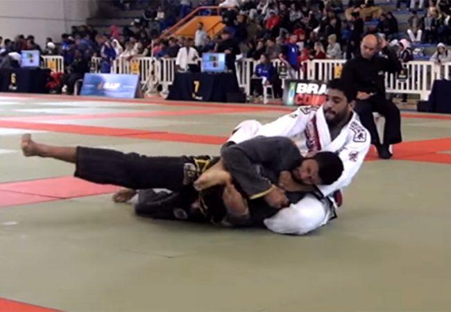 Vídeo: O estrangulamento de Dimitrius Souza no Curitiba Open de Jiu-Jitsu
