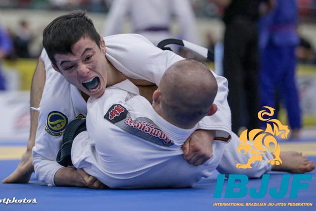 Vídeo: O estrangulamento de João Miyao no Miami Open de Jiu-Jitsu