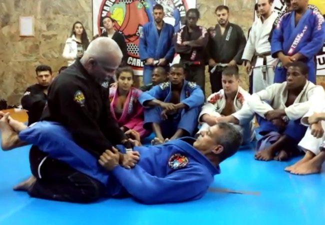 Vídeo: Passe a guarda fechada com Marcelo Saporito, na GMI Clã Jiu-Jitsu