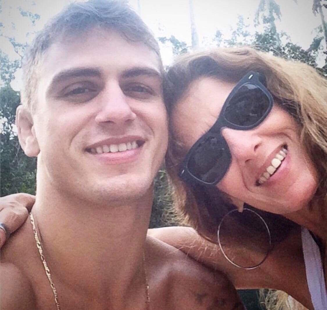 O professor Vinicius Vieira fez jogo duro, mas acabou graduando a mãe faixa-marrom. Foto: Arquivos da família.