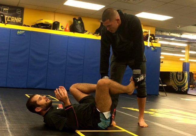 Vídeo: Anthony Pettis treina Jiu-Jitsu de luvas para encarar Max Hollaway no UFC 206