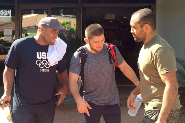 Simões is training MMA with Daniel Cormier and Khabib Nurmagomedov. Personal archive