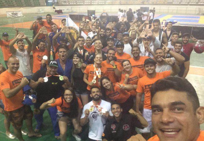 Equipe Halavanca Jiu-Jitsu comemora título paraibano de 2016