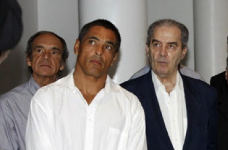 Hélio Vigio (dir.), ao lado de Rickson Gracie e Pedro Valente. Foto: Gustavo Aragão/GRACIEMAG