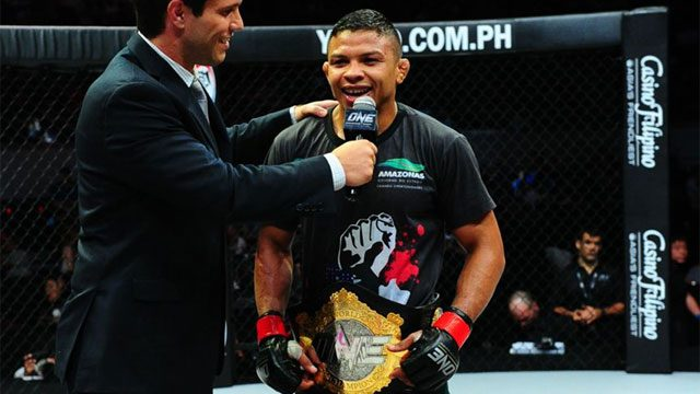 Video: BJJ world champ Bibiano Fernandes defends One FC belt