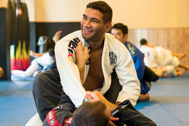 5 tips to properly pass guard in BJJ, with black-belt Herbert Burns