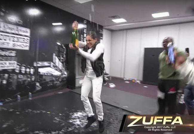 Vídeo: A comemoração de Amanda Nunes nos bastidores do UFC 207