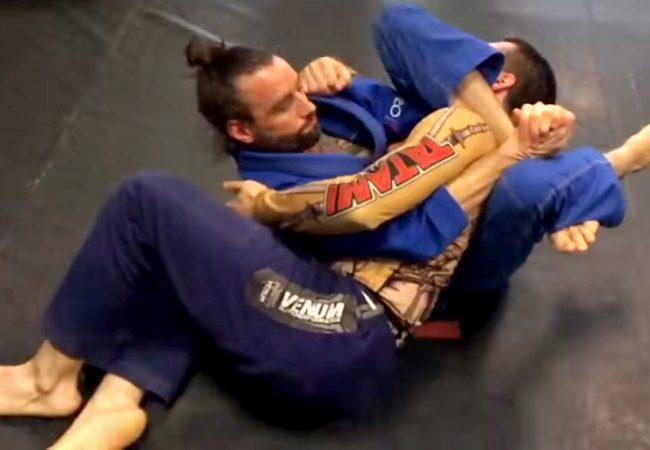 Vídeo: Aprenda a aplicar o estrangulamento polvo no Jiu-Jitsu