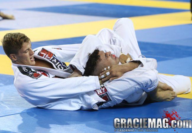 Vídeo: O estrangulamento de Nicholas Meregali no Europeu de Jiu-Jitsu