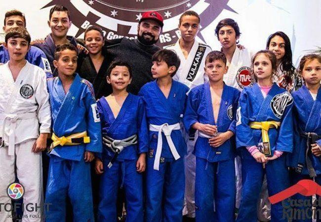 Quer ajudar estes pequenos campeões a lutar o Brasileiro de Jiu-Jitsu? Saiba como