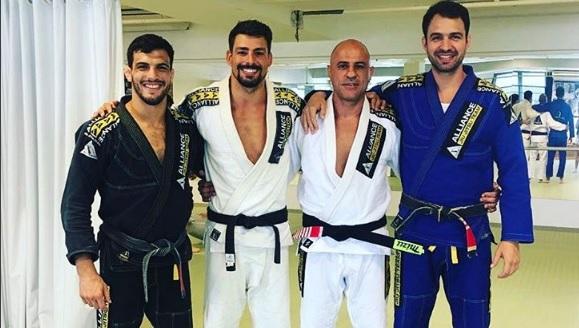 """""""Gigi"""" Paiva celebra 50 anos com Cauã Reymond, Flávio Canto & amigos"""