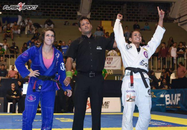 Bia Mesquita explains choke on Mackenzie Dern at Rio Open