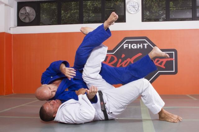 Sergio Bolão ensina passagem de guarda no estilo Carlson Gracie Jiu-Jitsu