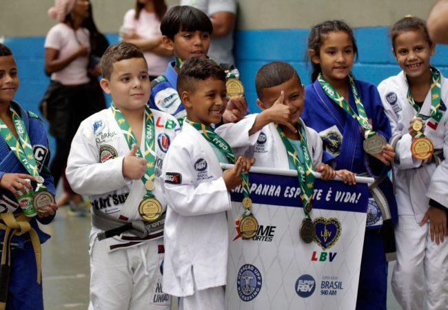 Crianças das UPPs faturam 38 medalhas no Brasileiro de Jiu-Jitsu 2017