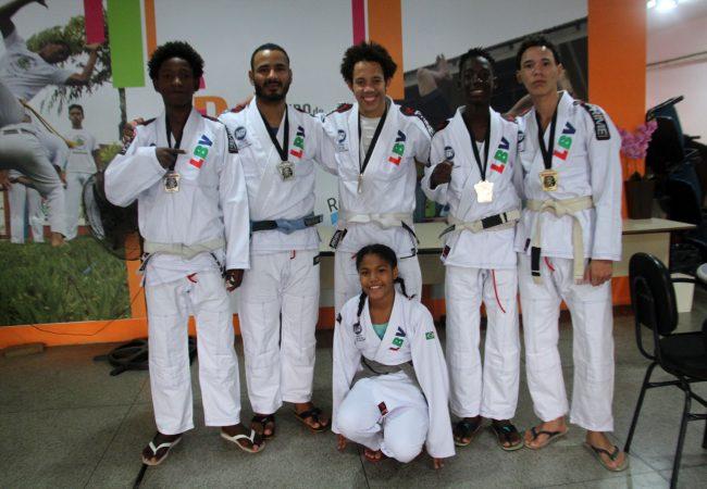 Projeto de Jiu-Jitsu salva jovem da vida do crime e ajuda criança com transtorno psicológico