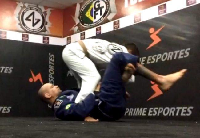 Jiu-Jitsu: Raspe da guarda laçada e finalize no pé com o GMI Arthur Gogó