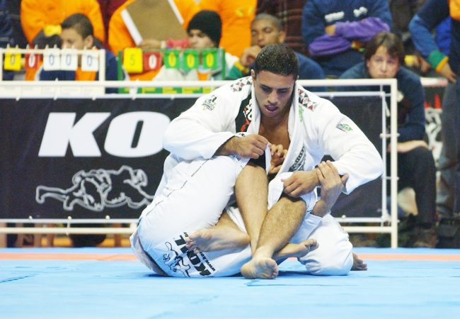 Especialista em Jiu-Jitsu e Direito, Alexandre