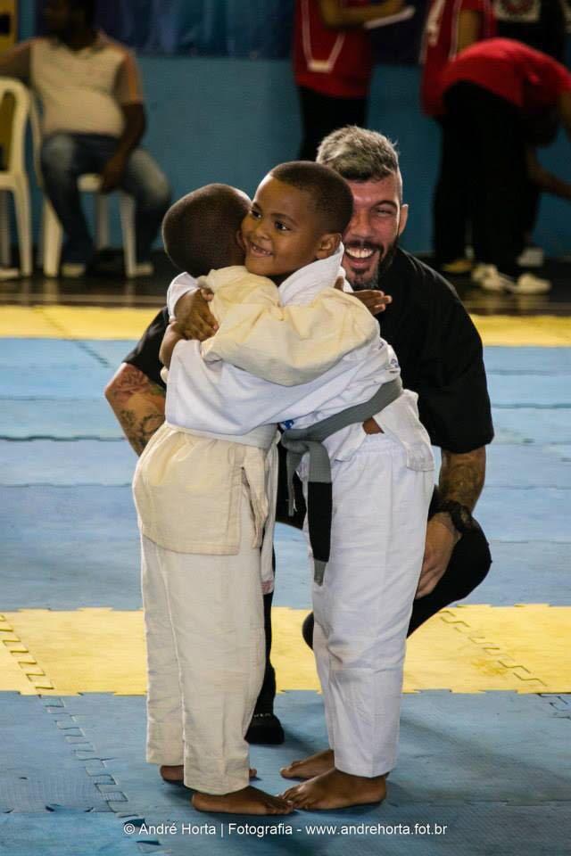 Espirito esportivo no Jiu Jitsu entre criancas Foto Divulgacao