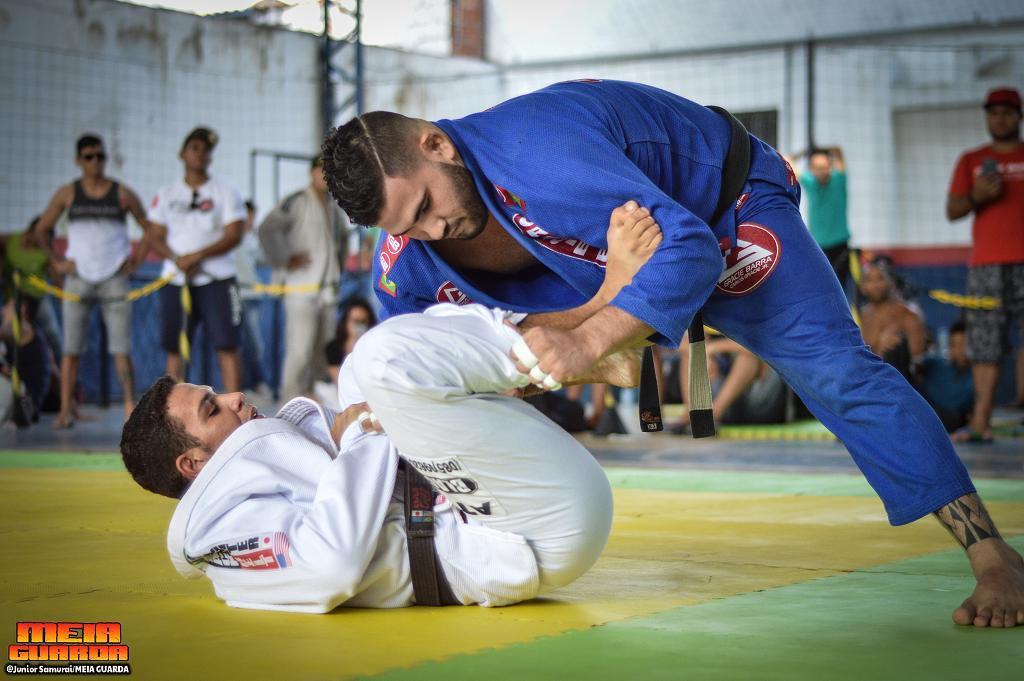 Berg Barbosa venceu sua categoria e fechou o absoluto com Mourão, pela GB. Foto: MeiaGuarda/Divulgação