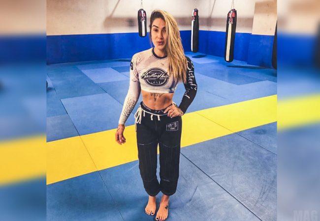 Vídeo: Namorada de Lo, Dani Bolina usa o Jiu-Jitsu e finaliza no MMA