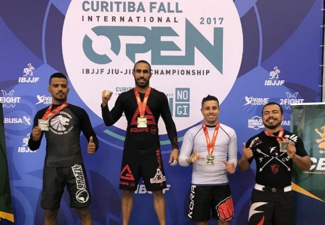 Busque as costas no Jiu-Jitsu sem kimono e finalize, com o GMI Guilherme Iunes