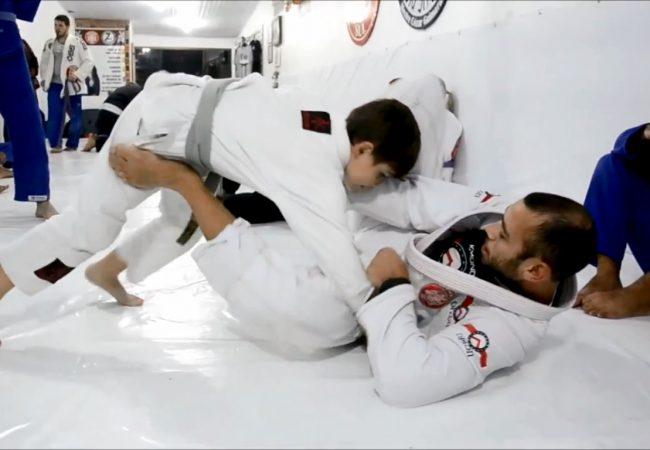 Jiu-Jitsu sem idade: a alegria de um treininho entre um professor e um aluno de 8 anos