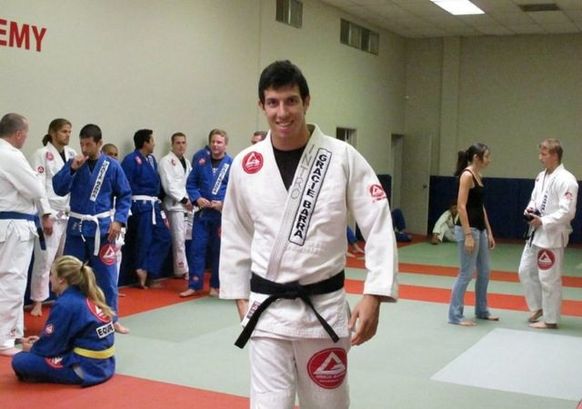Learn Kayron Gracie's invisible armbar and catch 'em by surprise