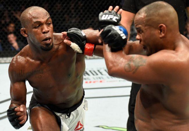 Vídeo: Reveja Jon Jones e seu nocaute campeão sobre Daniel Cormier no UFC 214