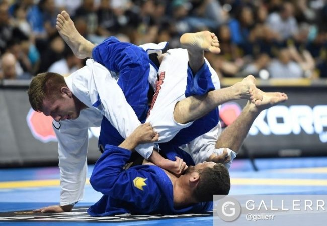 Watch Keenan Cornelius finish to take gold at the Chicago Open