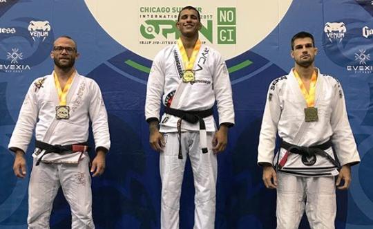 Jiu-Jitsu de competição: a raspagem da omoplata com triângulo de Gutemberg Pereira