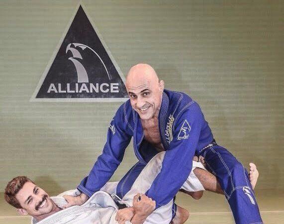 Cauã Reymond faz sua guarda favorita contra Gigi Paiva, na Alliance Rio, no Leblon. Foto: Daniel Amaral/Gallerr.