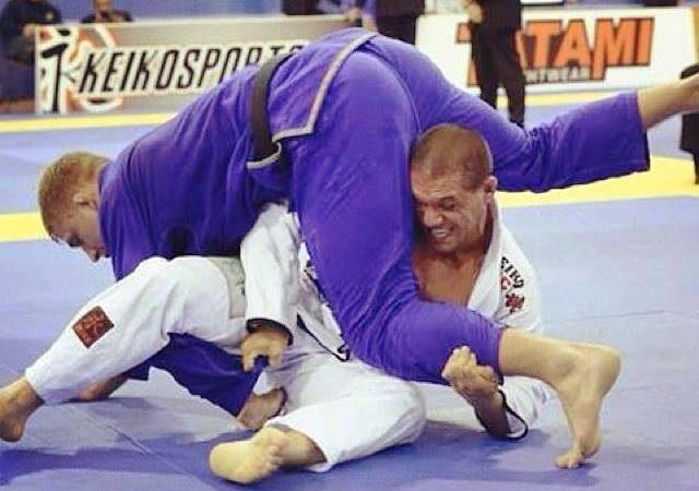 GMI: Juninho Boi ensina raspagem da guarda laçada no Jiu-Jitsu