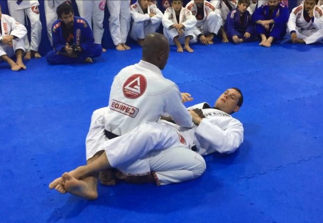 Roger Gracie and the trick to not lose the armbar from closed guard