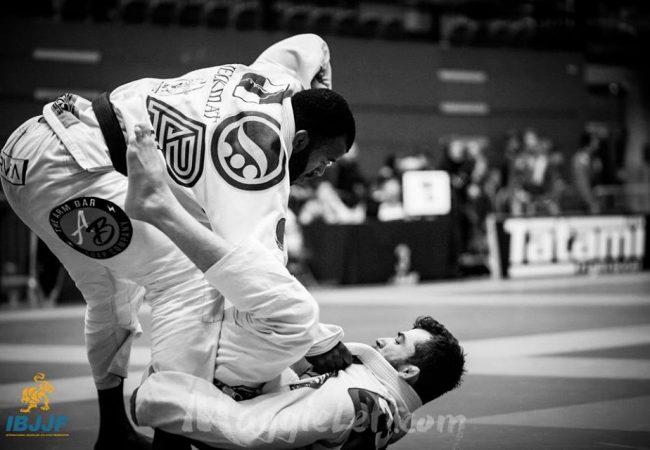 Jackson Sousa fatura absoluto com e sem kimono no Londres Open de Jiu-Jitsu