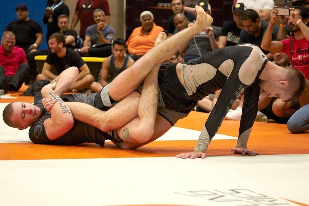 Gordon Ryan, a sensação do ADCC 2017, ataca Keenan Cornelius em disputa sem kimono. Foto: Gallerr.com