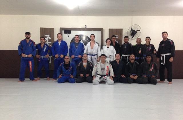 Estude a meia-guarda profunda no Jiu-Jitsu com o GMI Marcos Giusti