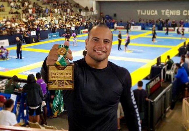Watch Alberto Ramos take down and finish for gold at the No-Gi Brazilian Nationals