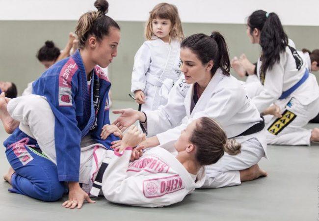 Kyra Gracie recebe 200 mulheres para aulão de Jiu-Jitsu no Outubro Rosa