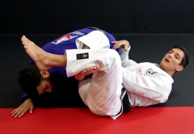 BJJ: Vitor Terra teaches a transition from the omoplata to the back with a finish