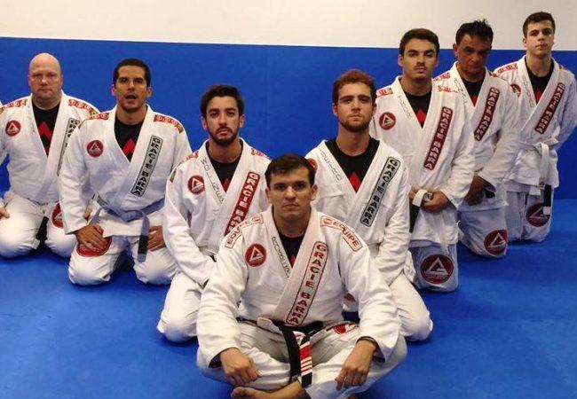 Jiu-Jitsu: GMI Roberto Ferraz ensina estrangulamento com ataque duplo na GB São Conrado