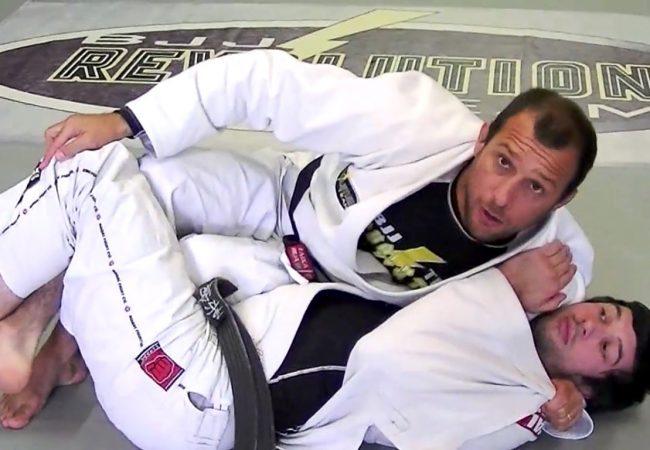 GMI Rodrigo Medeiros ensina a transpor a meia-guarda e finalizar no Jiu-Jitsu