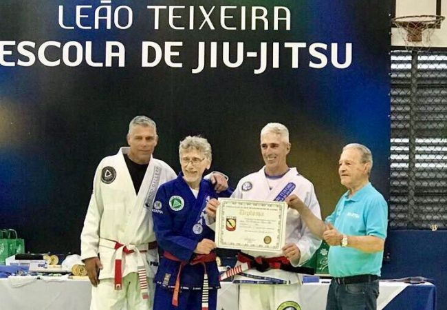 Masters Leão Teixeira and Stambowsky get diplomas from Robson Gracie