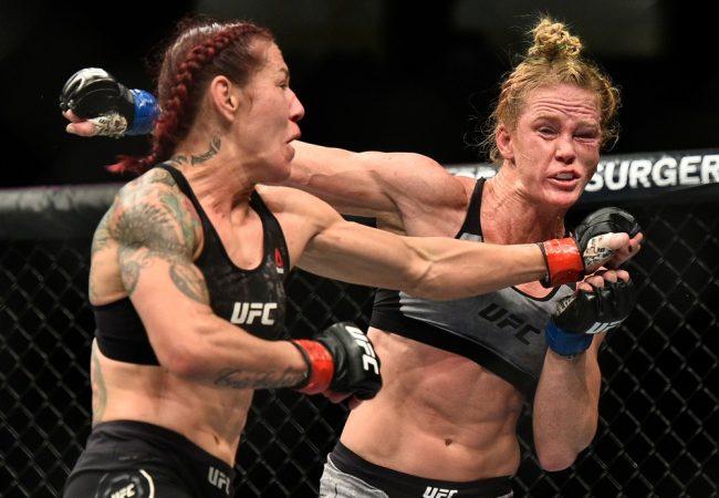 Cris Cyborg defende cinturão e Nurmagomedov domina Edson Barboza no UFC 219