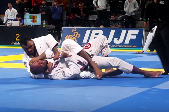 Video: Jackson Sousa's swift choke at the Paris Open