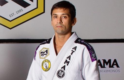 Mauro Ayres ensina ataque duplo da guarda fechada para surpreender no Jiu-Jitsu