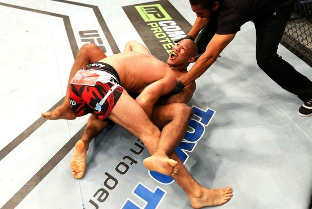 The best finishes and KOs by Ronaldo Jacaré, who headlines Saturday's UFC show